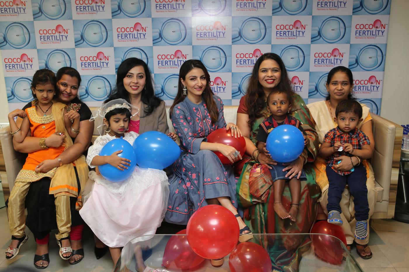 Dr Anagha Karkhanis, Soha Ali Khan, Dr Rajalaxmi Walavalkar with parents & their childern who were conceived through IVF at Cocoon Fertility Thane.jpg