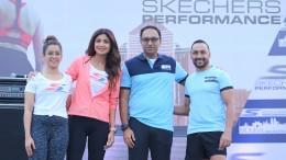 to R) Sanya Malthora, Shilpa Shetty, Rahul Vira, CEO Skechers India,....JPG