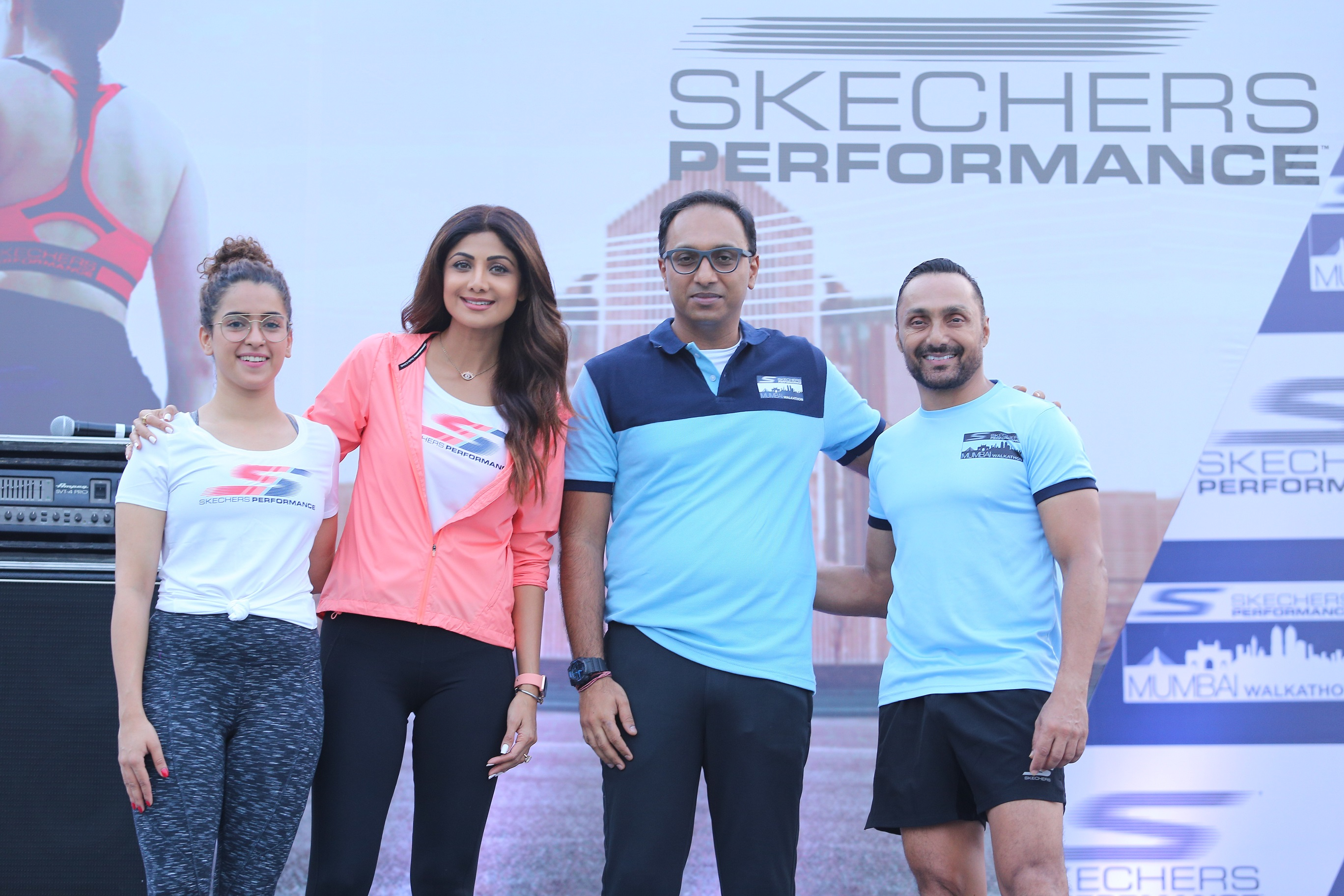 to R) Sanya Malthora, Shilpa Shetty, Rahul Vira, CEO Skechers India,....JPG