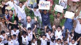 . Arun Nanda, Chairman MHRIL, celebrating with students the sucess of 'Phenk Mat Mumbai' campaign .jpg