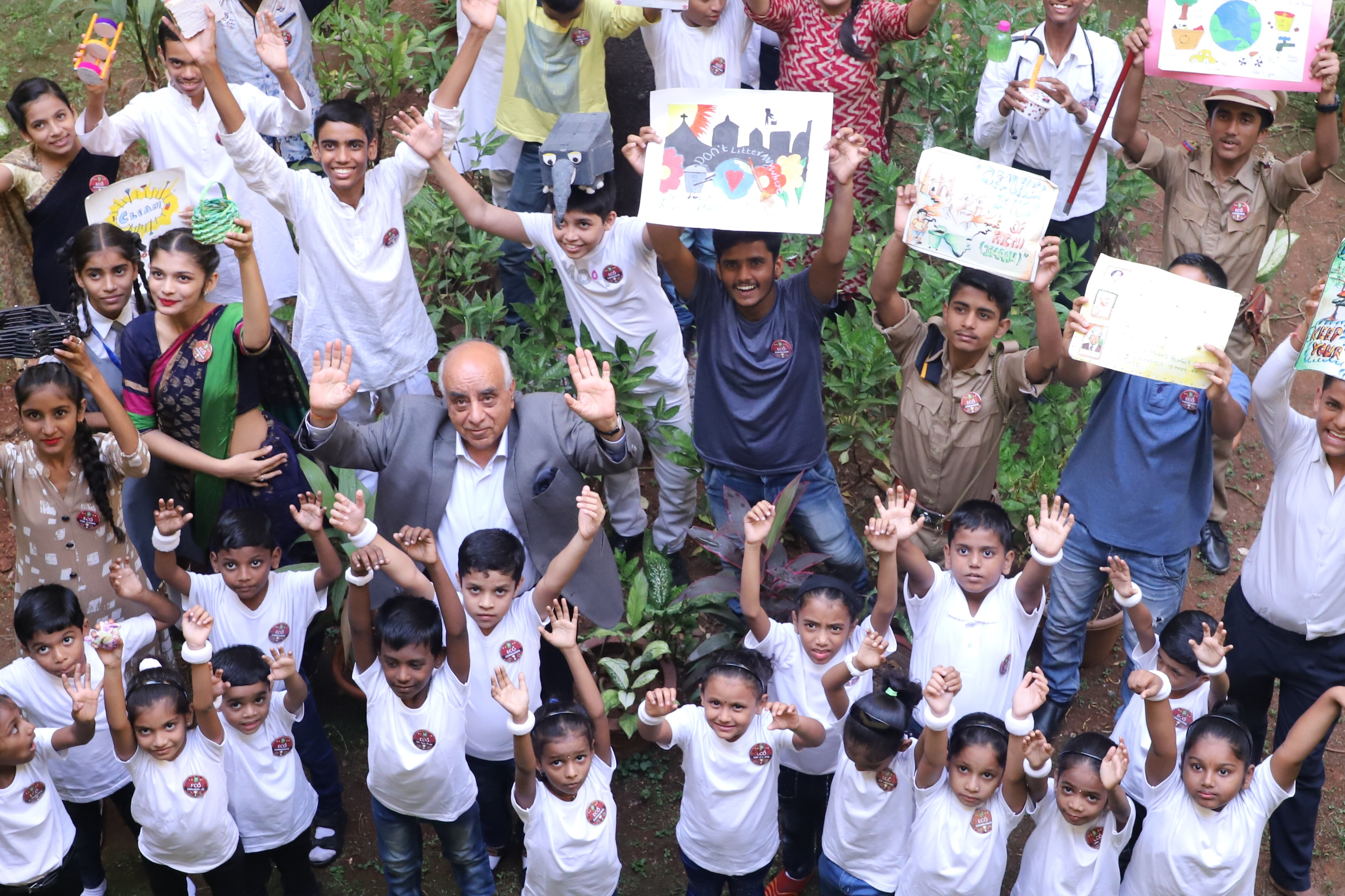 . Arun Nanda, Chairman MHRIL, celebrating with students the sucess of 'Phenk Mat Mumbai' campaign .jpg