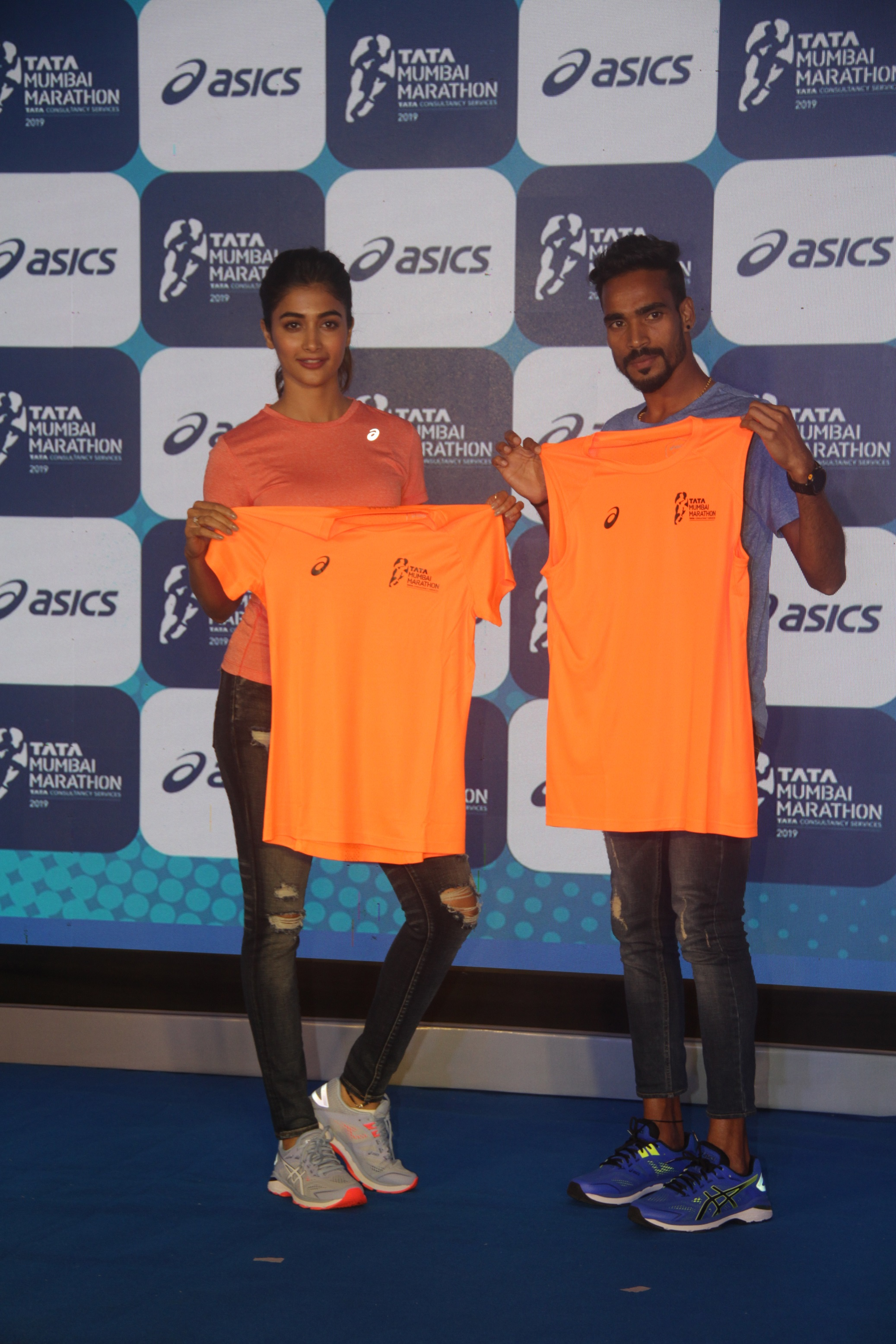 Pooja Hegde and Gopi T with the Marathon Tee