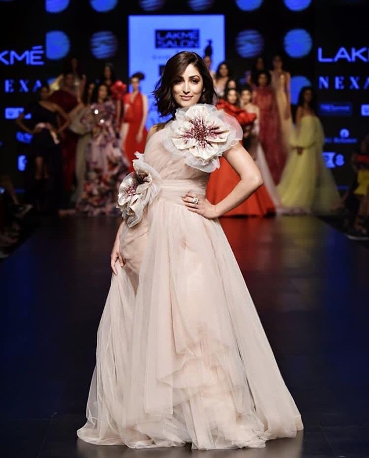 Yami Gautam as show stopper for Lakme Salon x Gauri & Nainika 'The Art of Latte' collection