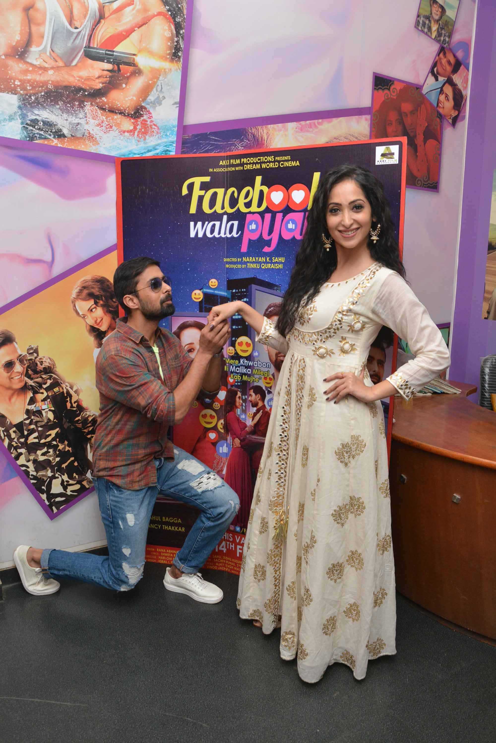 Rahul Bagga Proposing Nancy Thakkar