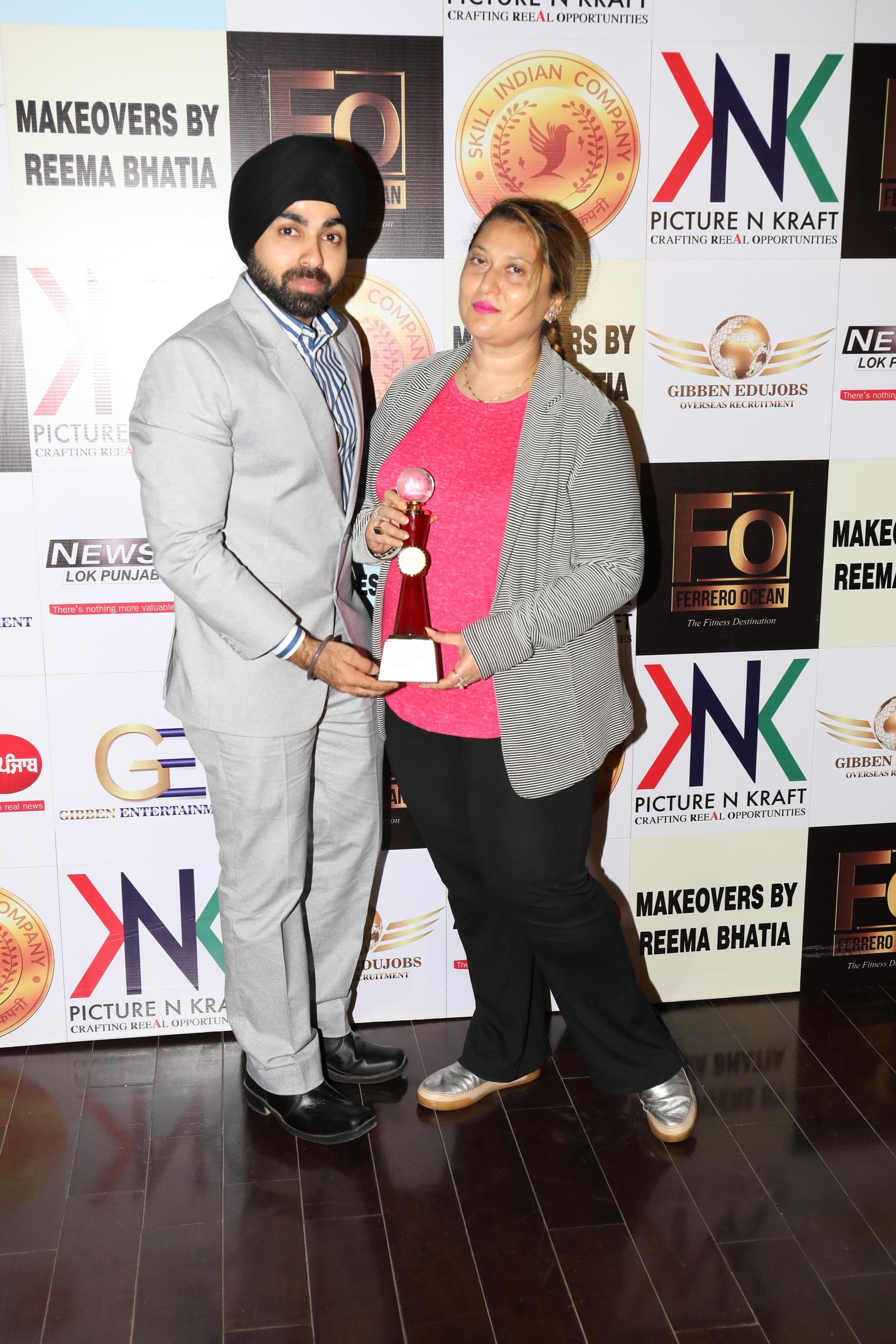 6. Angad Singh Arora - Managing Director Skill Indian Company awarding Parul Chawla AMP_8691