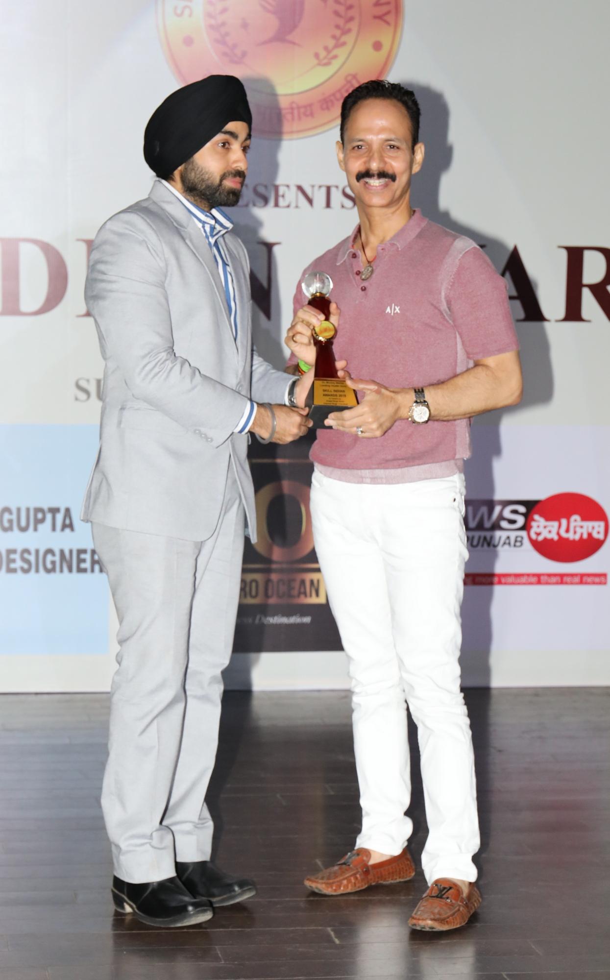 9. Angad Singh Arora - Managing Director Skill Indian Company awarding Mickey Contractor AMP_8281