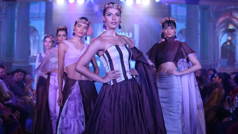Model walks the ramp at Layer'M 2019 (15)